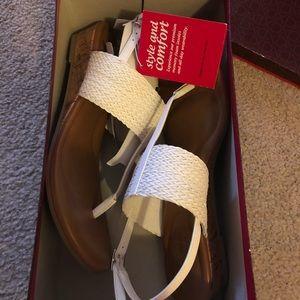 NWT Womens 9 Sandal Wedges